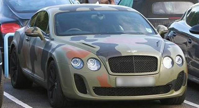El Bentley Continental GT de Mario Balotelli, customizado de camuflaje, está valorado en más de 200.000 euros