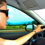 Los conductores se relajan al volante en agosto