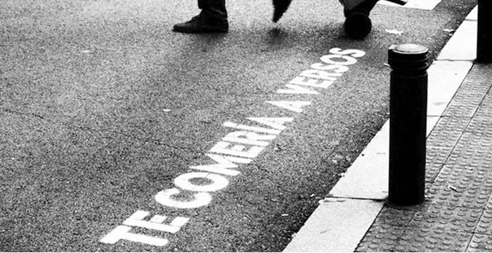 ¿De dónde proceden los misteriosos mensajes que inundan los pasos de cebra de Madrid?