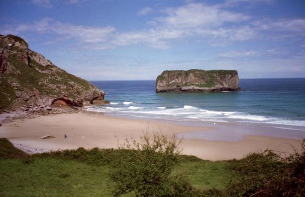 """La playa de Andrín, otro escenario de """"El orfanato"""""""