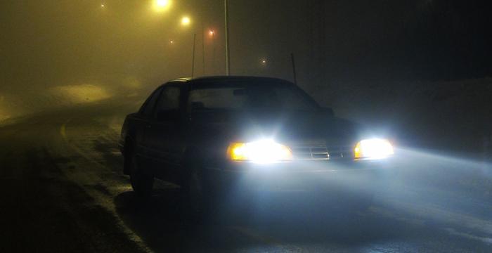 ¿Se puede conducir con luces antiniebla en ciudad? ¿Me pueden multar si las utilizo en zona urbana?
