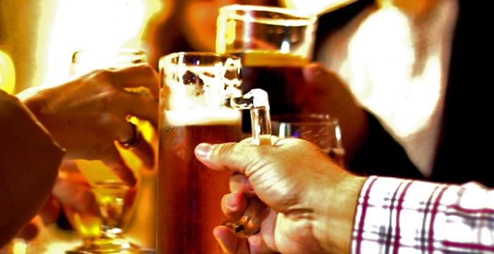 ¿Con cuántas copas de vino, champán, brandy, vermú, cubata o cerveza se da positivo en un control de alcoholemia?