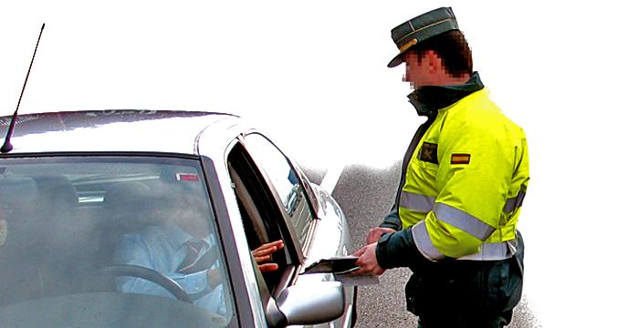 ¿Me pueden multar si no llevo el carné de conducir?