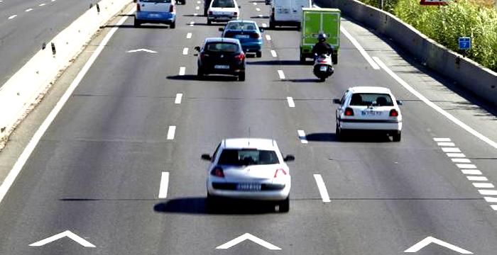 ¿Cómo y qué distancia de seguridad debo mantener en carretera cuando me adelanta un vehículo?