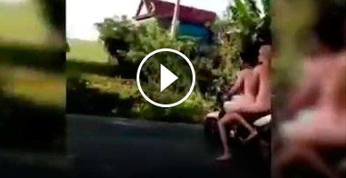 Dos jóvenes británicos han sido expulsados de Camboya por circular en una moto totalmente desnudos.