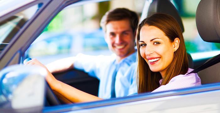 Las 5 app imprescindibles para que puedas ligar en el coche. No son creadas para ello, pero puedes aprovechar