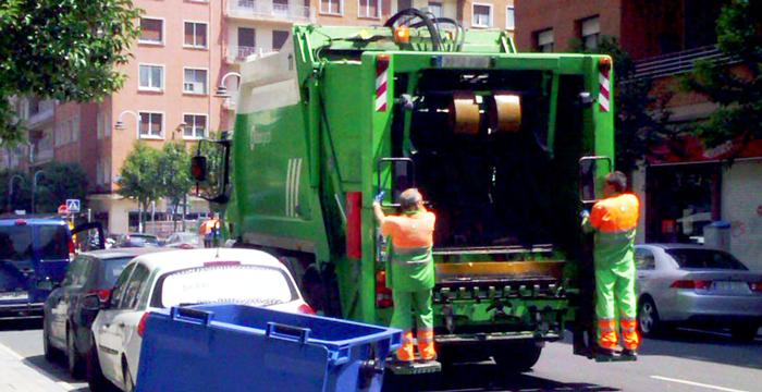 Adelantar a camión de la basura, ¿se puede?