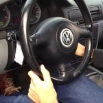 Pisar el embrague al arrancar el coche: ¿se debe… o no?