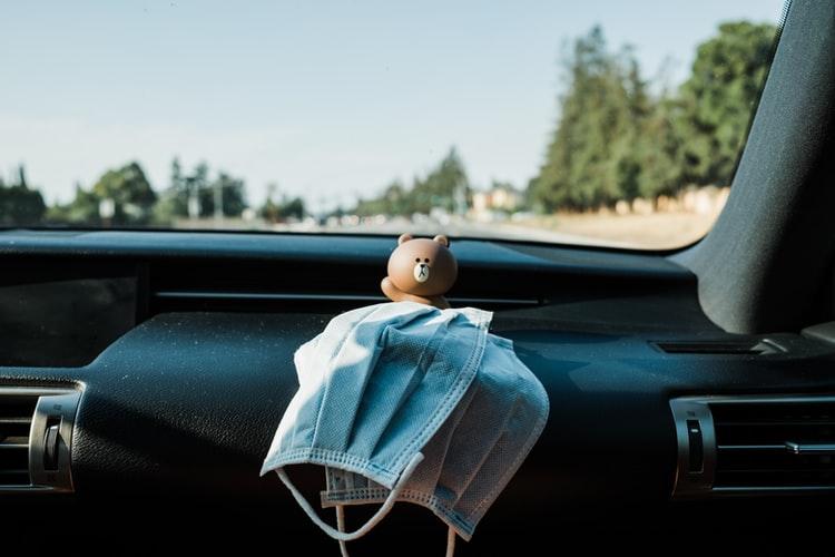 Multas relacionadas con la mascarilla en el coche