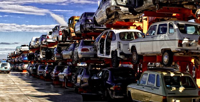 Les voitures à la décharge